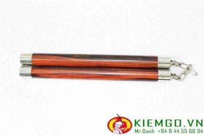 Côn nhị khúc gỗ trắc đỏ có độ bền tốt, thẩm mỹ cực kì đẹp. Là cặp côn giá trị mà bất kì ai cũng muốn sở hữu để bổ sung vào bộ sưu tập côn chất lượng của mình