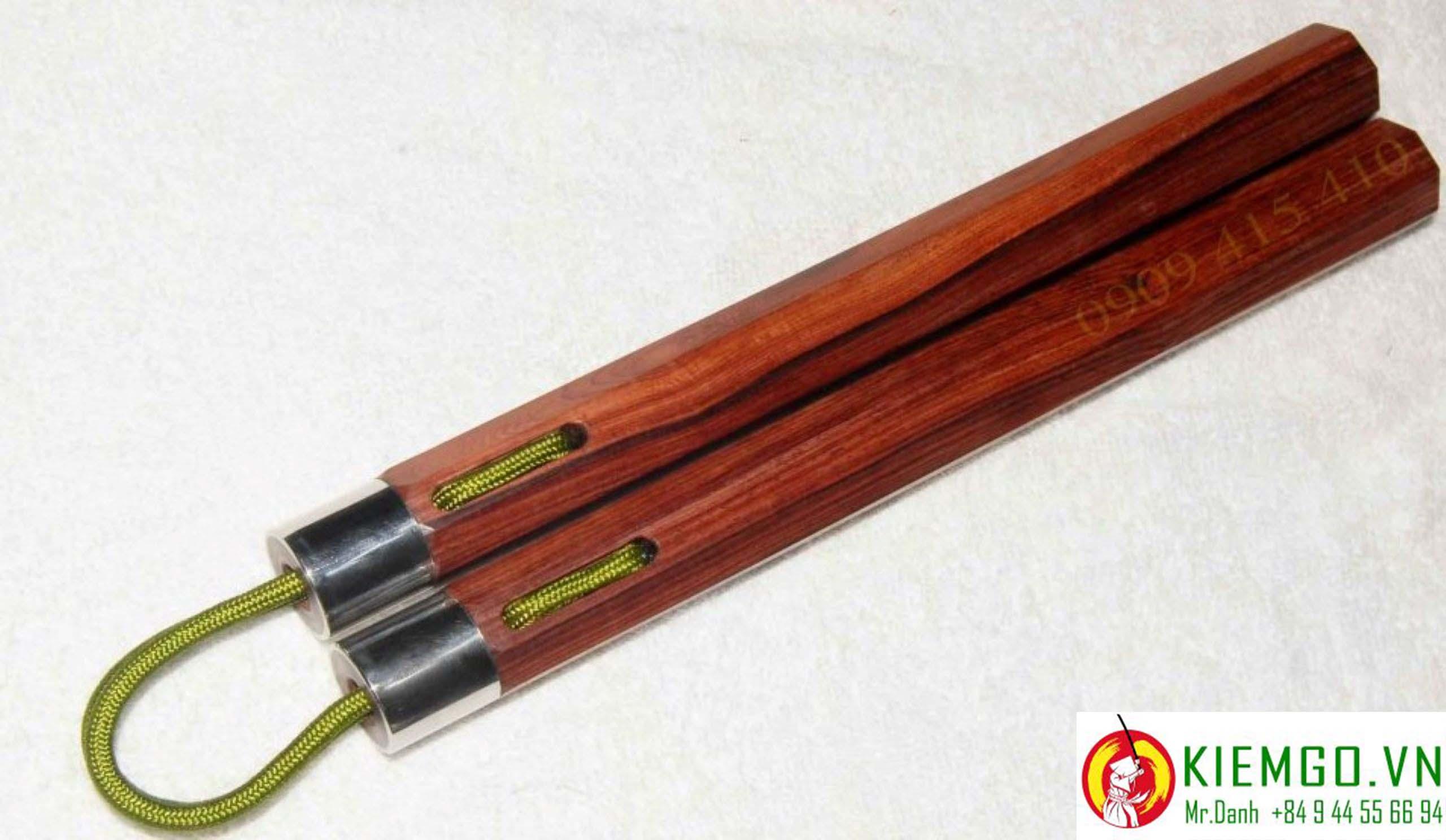 con-nhi-khuc-go-cam-lai-boc-inox-day-du là một lựa chọn thực sự thích hợp cho anh em thích kiểu côn vừa hiện đại pha lẫn truyền thống, gỗ cẩm lai loại 1 xuất sắc, được gia công tinh tế chuẩn sắc nét, dây dù xịn dẽo dai bền bĩ và linh hoạt mượt mà và chắn chắn