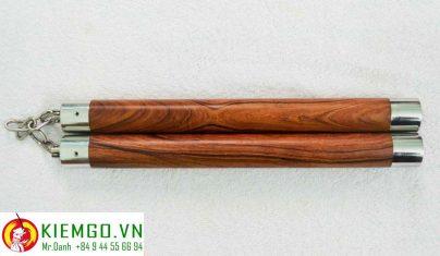 con-nhi-khuc-cam-lai-bit-inox là côn nhị khúc gỗ quý chất lượng của shop, gỗ loại 1 xịn xò, vân gỗ đẹp, gia công chuẩn sắc nét tinh tế, bịt inox tăng thẩm mỹ và độ bền đầu côn lên rất nhiều, dây xích khớp xoay inox linh hoạt bền bỉ chắc chắn