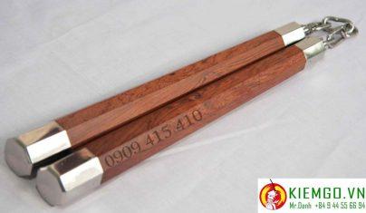 con-nhi-khuc-cam-lai-boc-inox-bat-giac là loại côn độc đáo bậc nhất thế giới, hiện trên thế giới mới chỉ có 20 bộ, gỗ cẩm lai chất và xịn xò nhất được tuyển lựa từ hàng nghìn phôi gỗ cẩm lai loại 1 khác, gia công chuẩn sắc nét, tinh tế, đồng đều và tinh tế