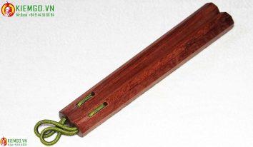 con-nhi-khuc-go-cam-lien côn nhị khúc gỗ cẩm liên thuộc dòng gỗ cẩm lai việt nam chắc chắn và bền đẹp, gia công chuẩn sắc nét, đánh bóng gương, kết nối dây dù dẻo dai bền chắc linh hoạt