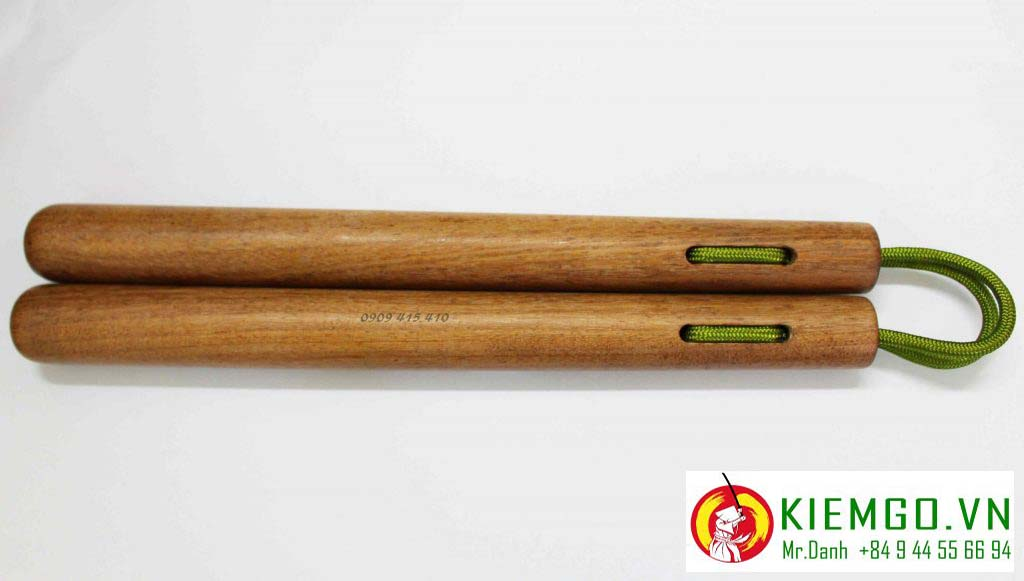 Côn nhị khúc gỗ căm xe tròn dây dù là một lựa chọn rất phù hợp cho anh em nào thích côn kiểu truyền thống okinawa