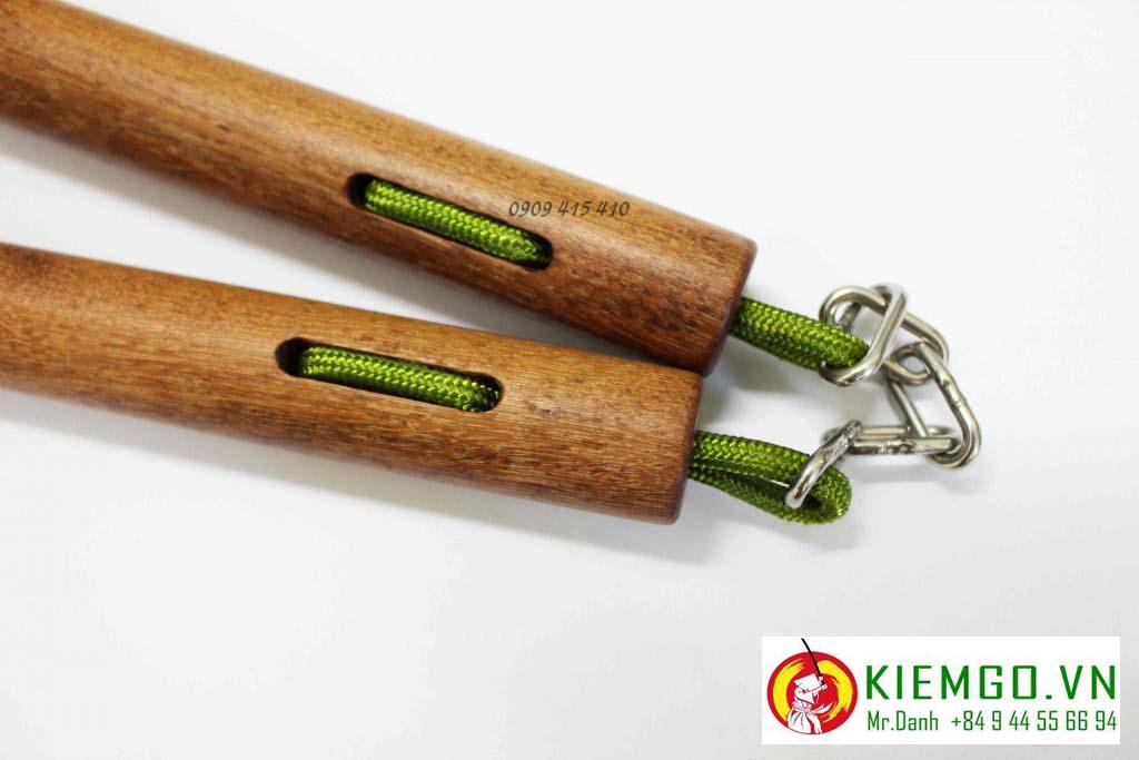 Côn nhị khúc gỗ căm xe tròn dây dù xích là một lựa chọn rất phù hợp cho anh em nào thích côn kiểu truyền thống okinawa