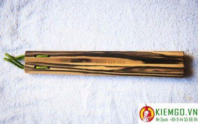 con-nhi-khuc-go-mun-hoa là loại côn gỗ quý độc đáo nhất việt nam, gỗ có màu trắng vân đen, gỗ chất lượng khấ cao, màu sắc đẹp, thích hợp sưu tầm côn giá trị cao