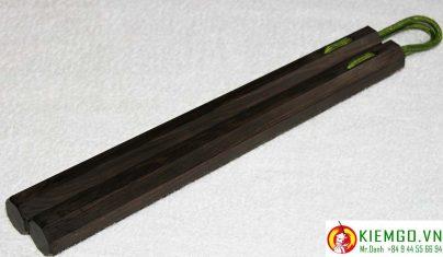 con-nhi-khuc-go-mun-soc là loại côn gỗ quý đặc biệt của shop con-nhi-khuc-go-mun-soc là loại côn gỗ quý đặc biệt của shop kiemgo.vn, gỗ cực kỳ chất lượng, vân gỗ đặc sắc, gia công chuẩn sắc nét tinh tế, côn được xỏ dây dù chất lượng, dẻo dai bền chắc và linh hoạtkiemgo.vn, gỗ cực kỳ chất lượng, vân gỗ đặc sắc, gia công chuẩn sắc nét tinh tế, côn được xỏ dây dù chất lượng, dẻo dai bền chắc và linh hoạt