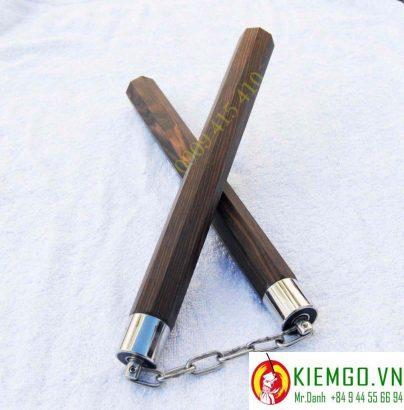 con-nhi-khuc-go-mun-soc-bat-giac-boc-inox-tron là một loại côn gỗ cực kì quý hiếm của việt nam, gỗ chất lượng và giá trị cao, gia công bọc inox tinh tế, dây xích khớp xoay chắc chắn và cực kì linh hoạt