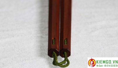 con-nhi-khuc-go-son-huyet là một lựa chọn chất lượng cho anh em!chất gỗ tốt, màu sắc đẹp lạ, gia công chuẩn sắc nét, đánh bóng gương tuyệt đẹp, dây dù dẽo dai linh hoạt chắc chắn