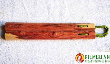 con-nhi-khuc-go-trac-day là loại côn nhị khúc gỗ quý hiếm của việt nam, chất lượng gỗ được đánh giá cao về thẩm mỹ lẫn độ cứng và dẽo dai, hoa văn rất đặc trưng của gỗ trắc dây