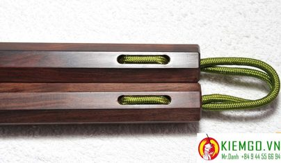 con-nhi-khuc-go-trac-den côn nhị khúc gỗ trắc đen là côn gỗ quý chất lượng, bền, quý hiếm, côn được gia công chuẩn sắc nét, kết nối dây dù chắc chắn và dẻo dai