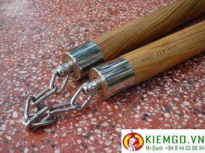 côn nhị khúc gỗ trắc xanh tròn bịt inox khớp xoay là côn nhị khúc gỗ quý được chế tác tinh xảo, gỗ có mùi thơm đặc biệt