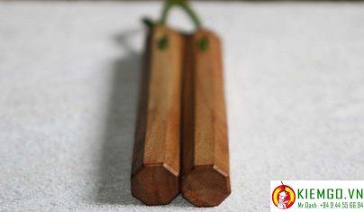 con-nhi-khuc-go-xa-xi côn nhị khúc gỗ xá xị là loại côn gỗ quý, chất gỗ mềm, mùi gỗ thơm đặc biệt mùi xá xị, màu gỗ trắng vàng