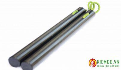 con-nhi-khuc-soi-tong-hop là mẫu côn nhị khúc được chế tác dựa theo mẫu TInh Võ Môn Nunchaku, màu đen ngầu, đẹp và cực kì bền va chạm, dây dù chắn chắn dẻo dai mượt mà và bền bĩ theo thời gian