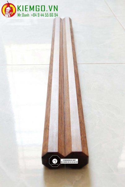 Đoản Côn Gỗ Cẩm Lai Tròn siêu đẹp, màu nâu đỏ đen, vân gỗ đặc sắc, thớ gỗ thẳng mịn chắc chắn. chịu va chạm tốt, chế tác gỗ mộc không sơn đánh bóng gương cực...