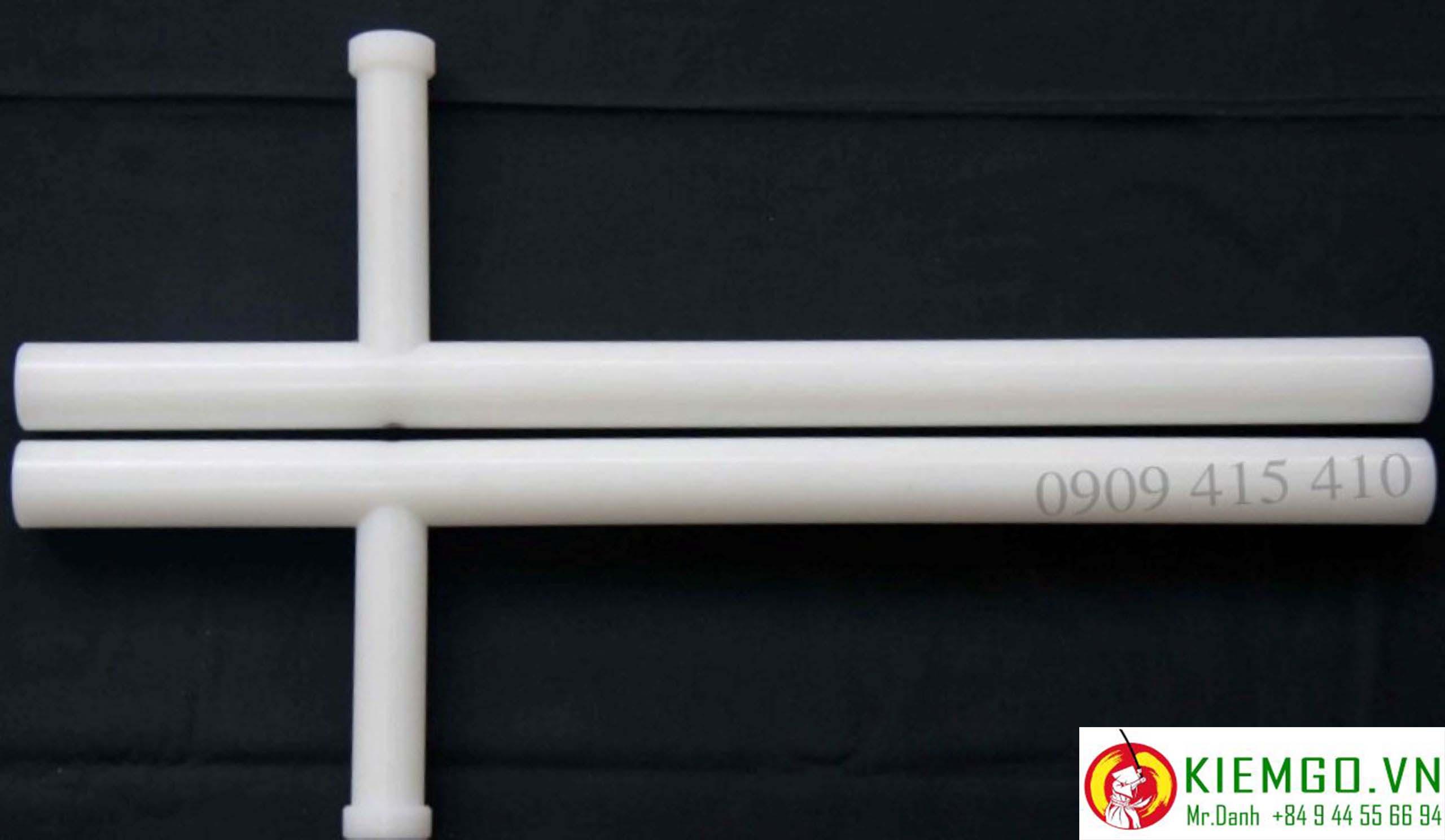 tonfa-nhua-sieu-ben được chế tác từ nhựa tinh thế, rất dẽo dai và bền va chạm, trọng lượng vừa phải, độ cân bằng tốt, rất đáng để anh em chọn lựa dùng cho tập luyện freestyles và thực chiến